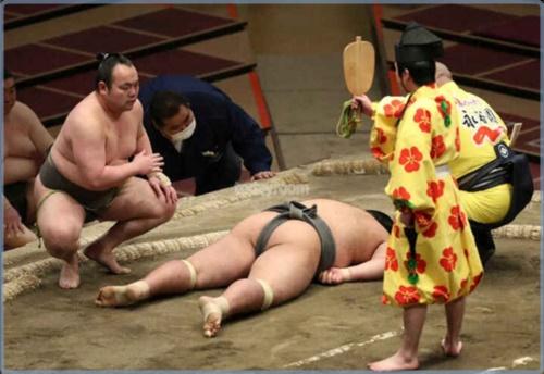 動画・画像|響龍が勝ち名乗り優先で放置!人命軽視の相撲協会に呆れや人災との声