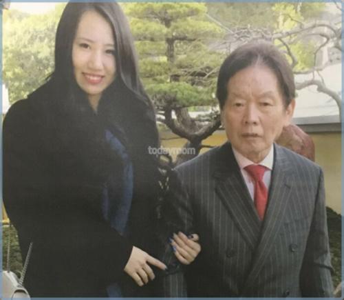 須藤早貴の家族構成!父親が医者はデマで札幌出身の3姉弟の次女!紀州のドン・ファン元妻