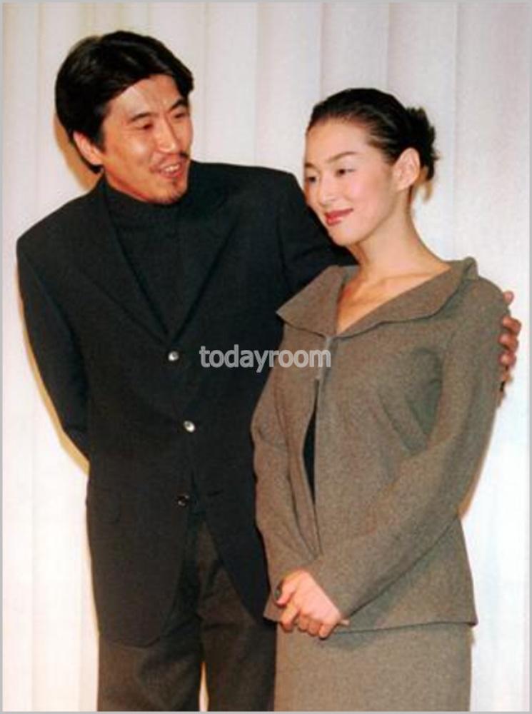 画像 石橋貴明と鈴木保奈美の子供は娘3人!進路や年齢・芸能界デビュー説も